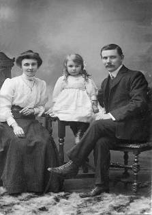 William with his wife MaryAnn & daughter Winnie